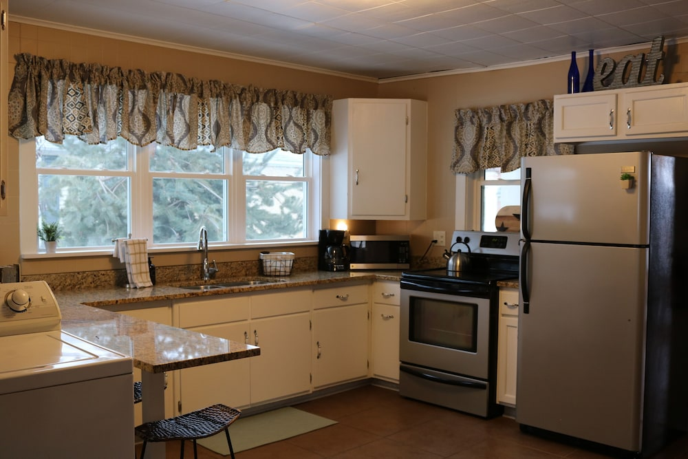Private Kitchen, Gorgeous Loft in the Heart of Leclaire, Iowa