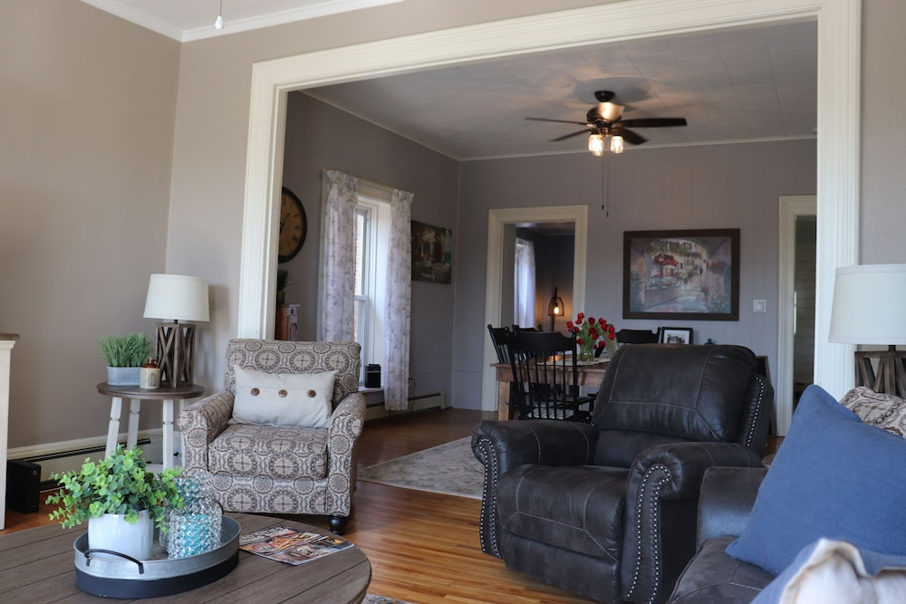 Living Room, Gorgeous Loft in the Heart of Leclaire, Iowa