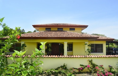 Luxury House in Tropical Paradise-incredible Garden, Huge Pool, Immaculate Beaches
