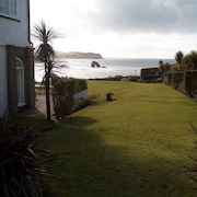 Luxury Beachside Property Sleeps 6. Large Garden. Ample Parking