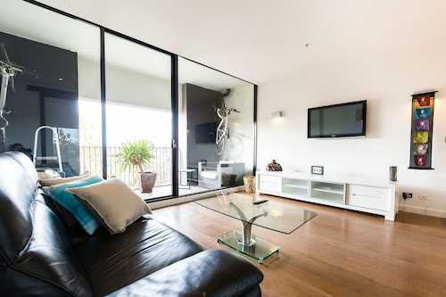 Cleo, 1BDR St Kilda Apartment