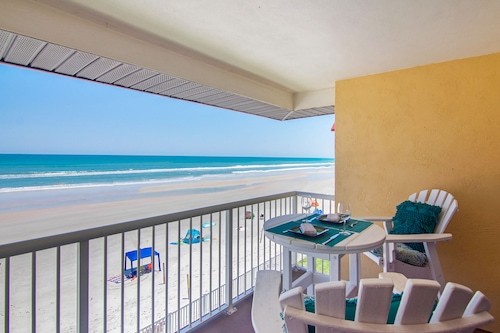 Spectacular, Upscale, Oceanfront Condo w/ Shared Pool & Beach Access