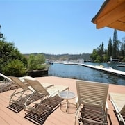 Stunning lakefront #03 - 4 Br Home