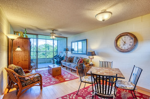 Ocean View Condo w/ Private Lanai, Shared Pool, & Full Kitchen!