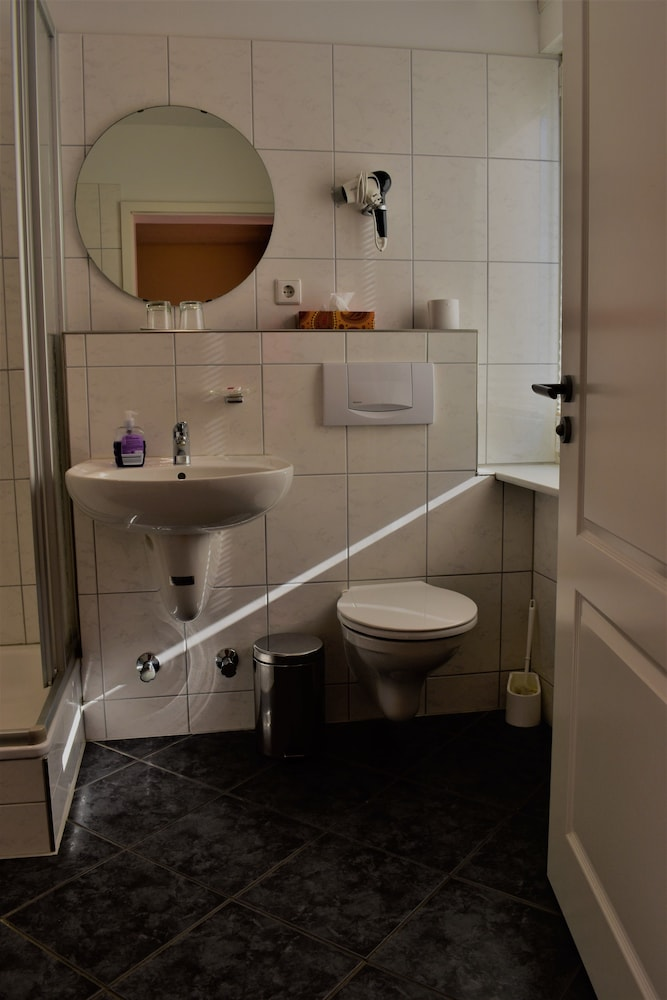 Bathroom, Bad Bruckhaus