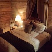 Seven Springs Cabin - Luna Chalet - Authentic, Pet Friendly Log Cabin