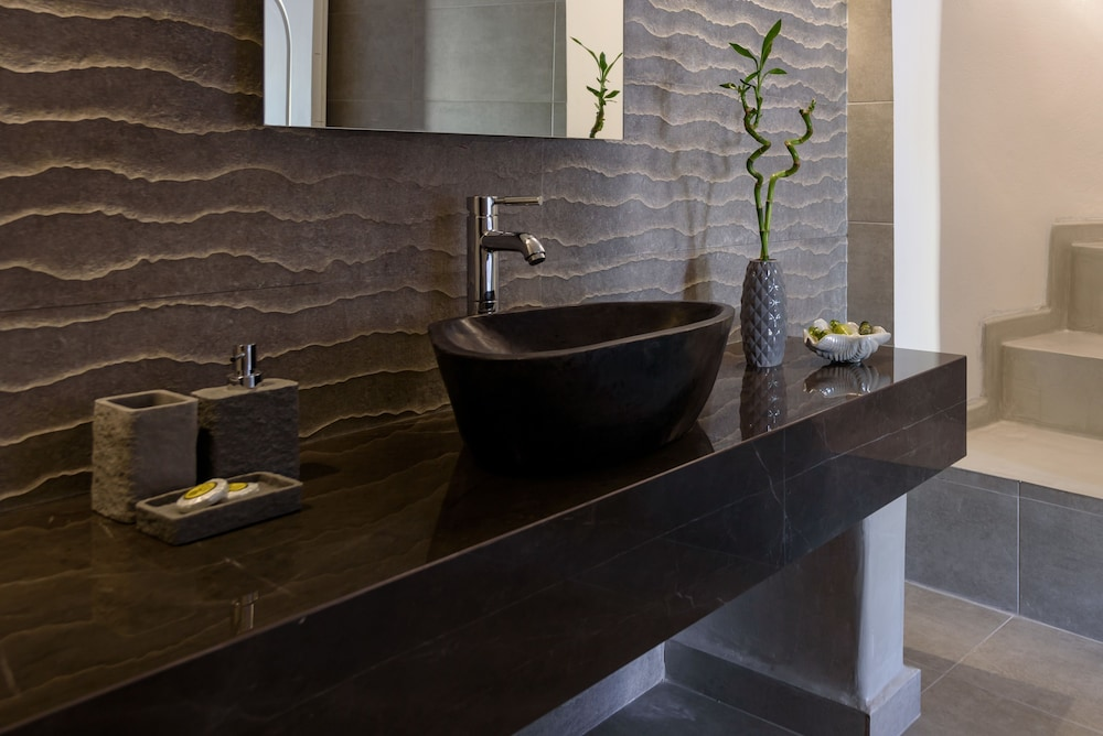 Bathroom, Four Seasons Mansion