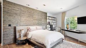 3 bedrooms, minibar, iron/ironing board, free WiFi