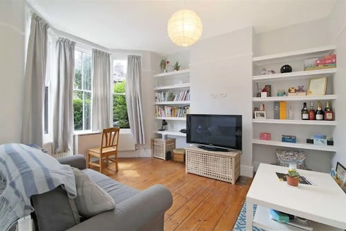 Rustic 1 Bedroom Garden Apartment in the Heart of East London