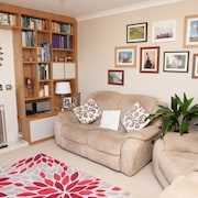 4 Bedroom House in Village Edge of Bath
