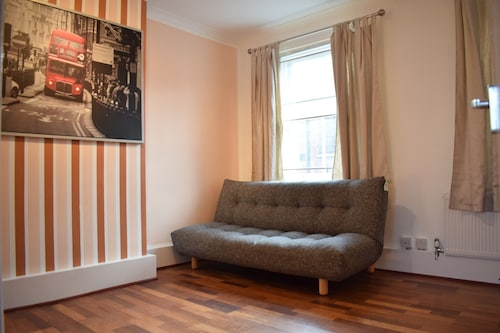 Spacious 3 Bedroom Flat in Covent Garden