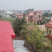 6bhk Flat With Hi-speed Wifi