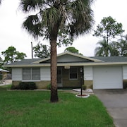 2 Bedroom House, 1 Car Garage, 1 Bath Seasonal Rental