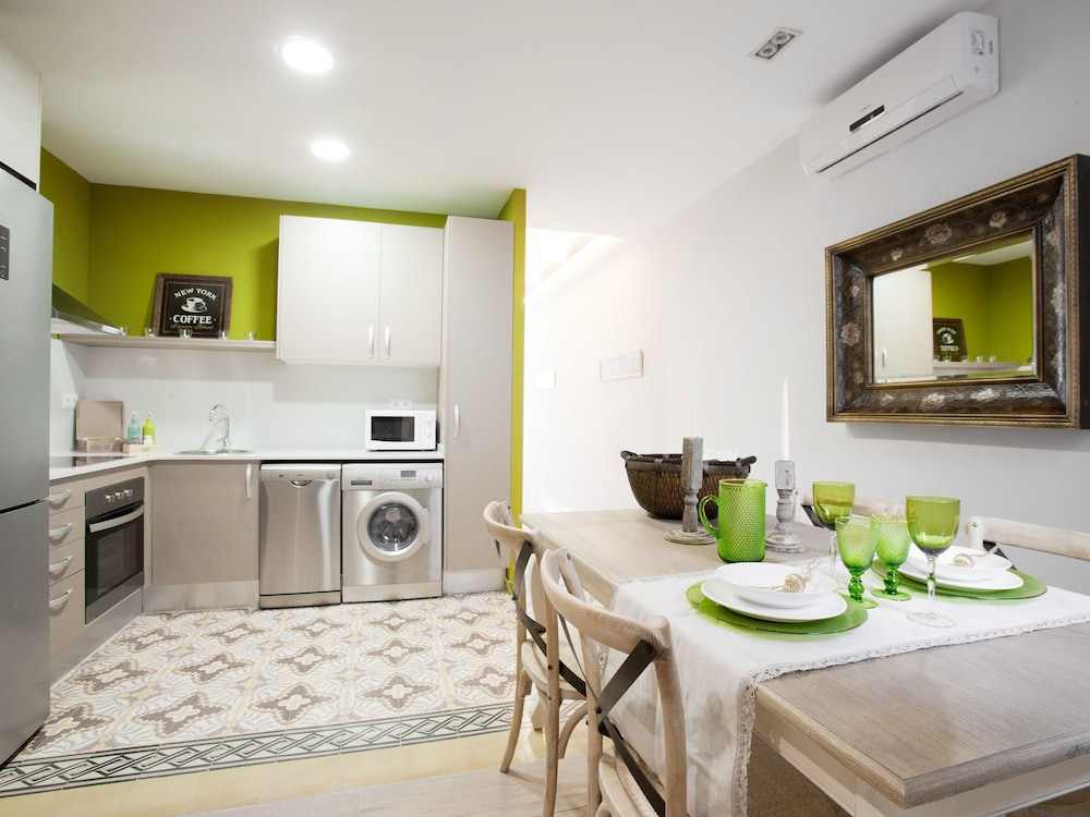 BCN Two Sisters Apartments in Barcelona | Hotel Rates ...