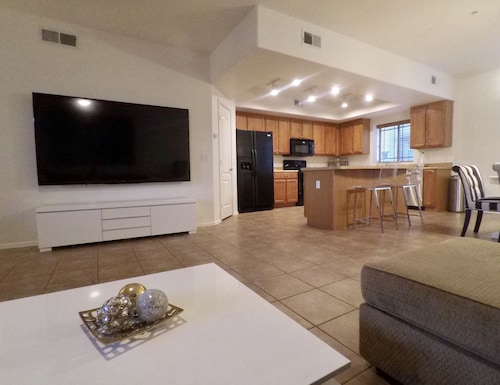 Spacious 3 Bedroom Townhouse - Near Come Cubs Spring Training Stadium