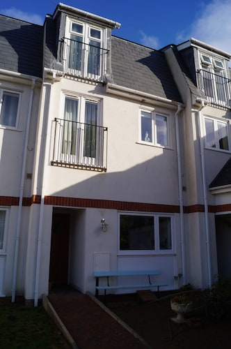 Elegant, 3 Storey Cottage In The Heart Of Aberdovey, Sleeps up to 8 Guests