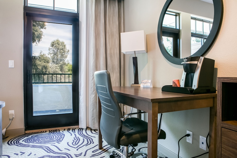 Room, Hotel Siri Downtown - Paso Robles