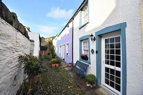 Cosy, Attractive 2 Bedroom Cottage In Centre Of Aberdovey Ideal For Couples