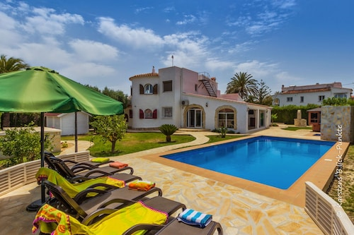 Luxury Villa 200 m. on the Beach pr. Pool, 1250sqm Garden, Spa, Bbq, air Conditioning, Wifi