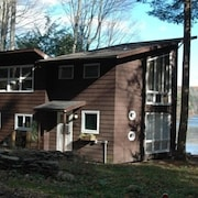Beautiful Lakeside Retreat - Location Location Location