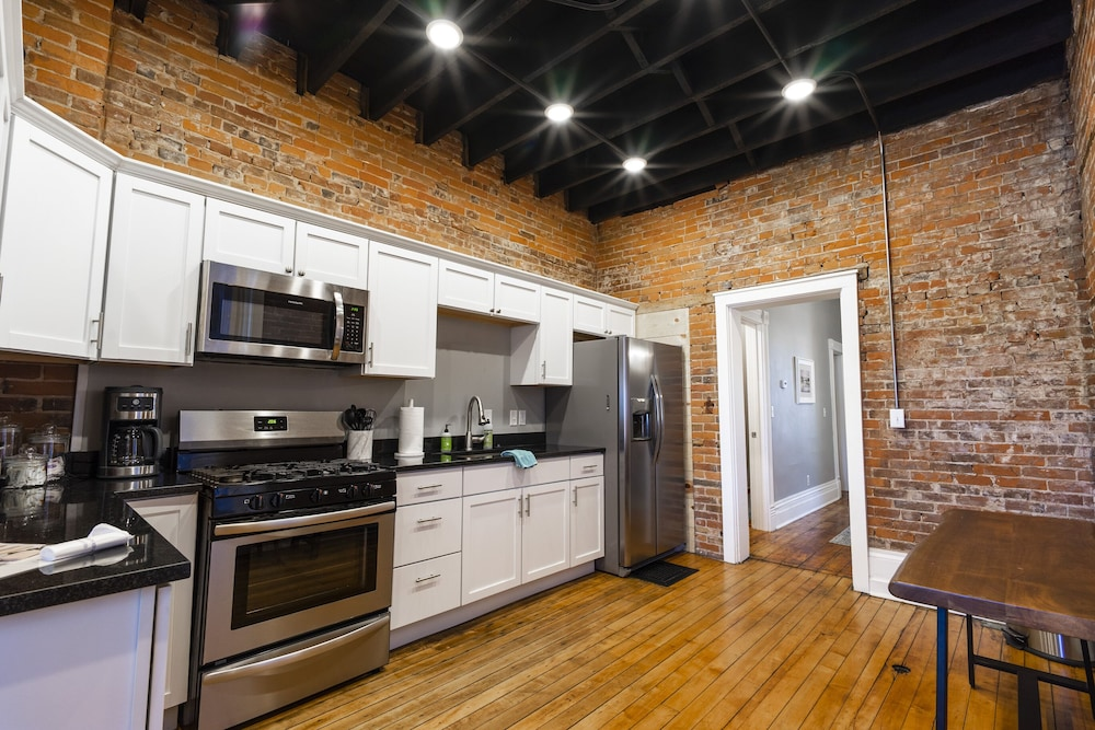 Private Kitchen, 166 Bluff Street townhouse