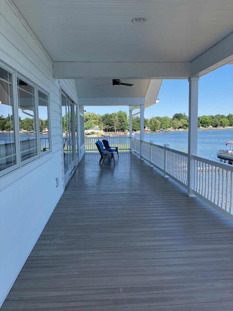 Balcony, Brand New!!! Crystal Lake Condo - Sleeps 8!