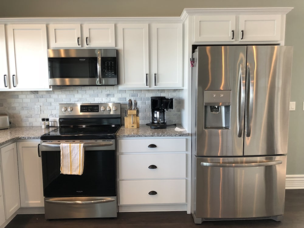 Private Kitchen, Brand New!!! Crystal Lake Condo - Sleeps 8!