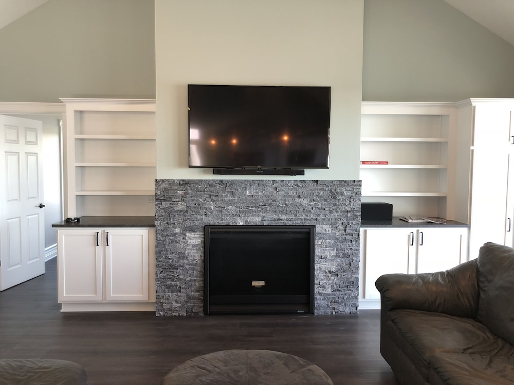 Living Room, Brand New!!! Crystal Lake Condo - Sleeps 8!