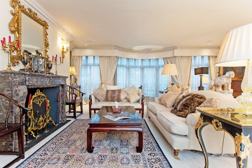 Luxury apartment beside Buckingham Palace