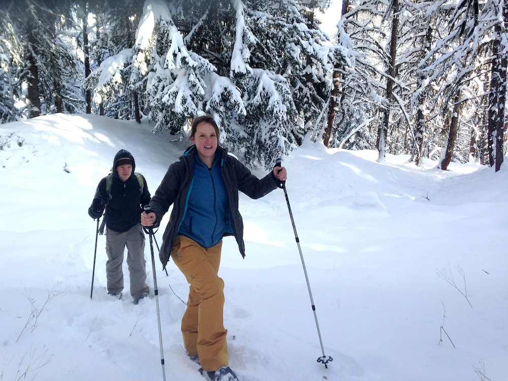 Snowshoeing, Iglusaq bed and breakfast