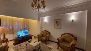 43-Zoll-LCD-Fernseher mit Satellitenempfang, Fernseher