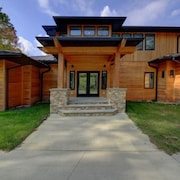 Gigantic Luxury Modern Home - 30 min to Winterplace Ski Resort @ New River Gorge