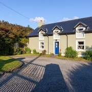 150 Year old Cosy Modern Holiday Cottage Located Close to Dingle