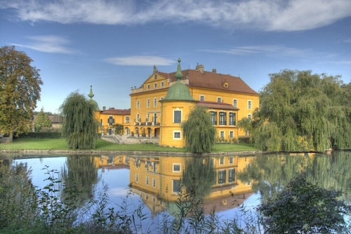 Castle, Large Park With Pool, Tennis Court, Horses, Near Vienna and Wach Wine re