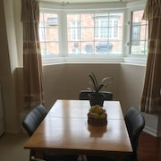 Gorgeous 1 BDR Prime Kitchen No Sharing Spaces/ Wifi+ Parking