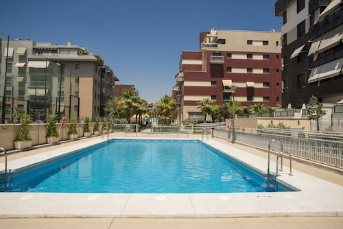 EnjoyGranada LUJO Piscina y Parking