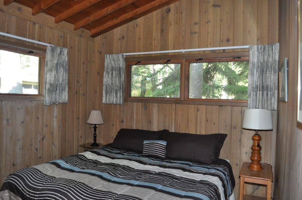 Room, Peaceful villa on the sugar sand shores of Big Glen Lake!