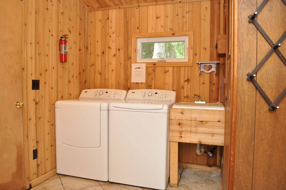 Laundry Room, Peaceful villa on the sugar sand shores of Big Glen Lake!