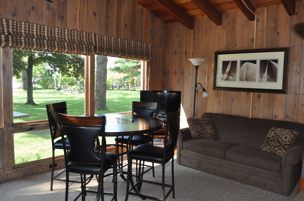 In-Room Dining, Peaceful villa on the sugar sand shores of Big Glen Lake!