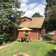 Private Cabin, Clean, 20 Min. From Downtown Pittsburgh, 1 brm +. Loft Sleeps 6