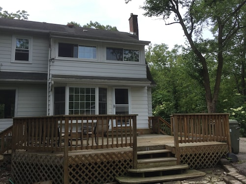 Historic and Charming House on Large Wooded Lot, 10 Minute Walk to Chicago Train