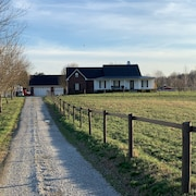 The Farmhouse Retreat at Little Red Riding Stable