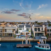 Bayfront Home w/ Private Dock Kayak in Balboa Peninsula by Avantstay