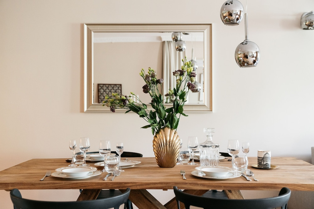 In-Room Dining, Fresco Apartment by Loft Affair