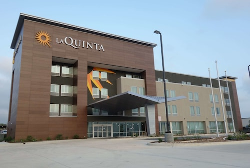 La Quinta Inn & Suites by Wyndham San Antonio Alamo City