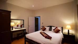 3 bedrooms, hypo-allergenic bedding, down duvet, Select Comfort beds