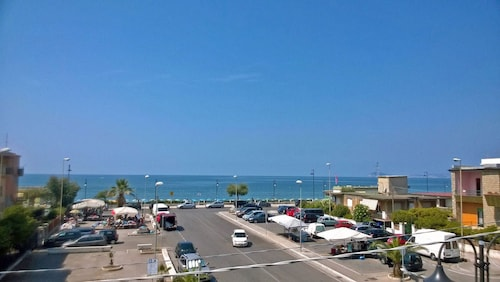 On the Sea, Between Rome and Naples, Terme15km, Supermarket and Restaurant Below cas