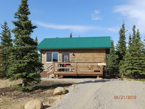 S/R $189 Denali Wildlife Wolf Cabin Luxury With a Touch of Rustic.