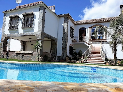 Great Villa Ideal for Families who Want to Enjoy the Countryside. Intimate Atmosphere