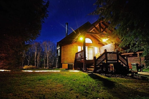 Luxury Affordable Cabin Rentals Minutes From THE NEW River Recreation Arean